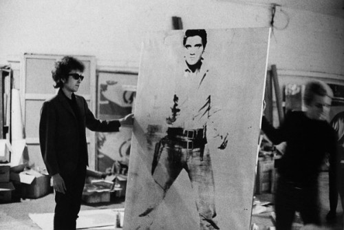 Bob-Dylan-holding-Double-Elvis-Ferus-Type-at-the-Factory-at-231-East-47th-street-New-York-1965.-600x401